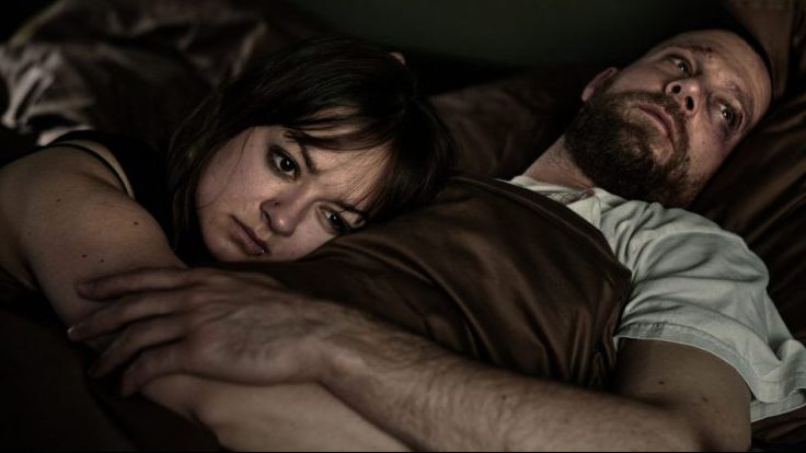 Bedrohtes kleines Glück: Mark Tempel (Ken Duken) mit Tochter Juni (Michelle Barthel); Foto: ZDF/Reiner Bajo
